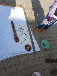 Kunst und kreatives Arbeiten fördern Selbstbildungsprozesse bei Grundschulkindern