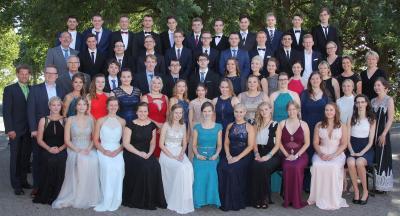 Einmal fühlen wie Königinnen und Könige! Feierliche Entlassung der Abiturienten am Berufskolleg Lübbecke