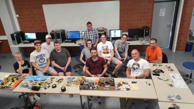 IT-Auszubildende üben sich im Physical Computing