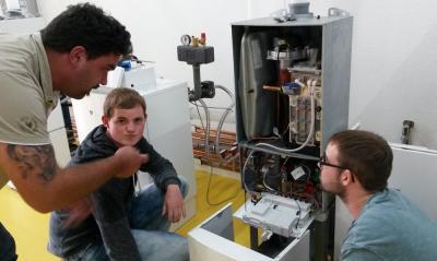Anlagenmechaniker SHK besuchen die Firmen Bosch und Junkers