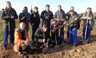 1000 Sträucher für das Oppenweher Moor - AVT20B betreibt aktiven Umweltschutz