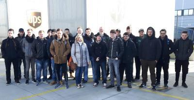 Auszubildende besuchen das neue UPS-Paketzentrum in Bielefeld