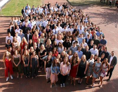 Die Generation der Möglichkeiten und der Veränderungen – Abschlussfeier der Vollzeitklassen am Berufskolleg Lübbecke